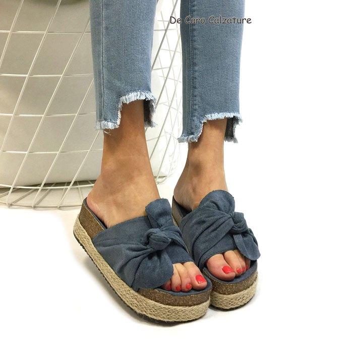 Dimentica le scarpe che stringono e lo stress quotidiano. Rilassati  indossando queste comodissime ciabatte con doppio fondo. e1cfda003e8