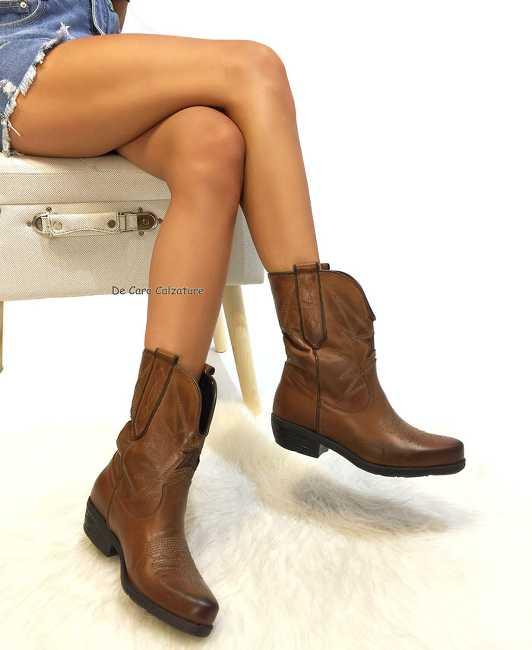 Stivali texani Stylist con ricami e stella tacco comodo CC18